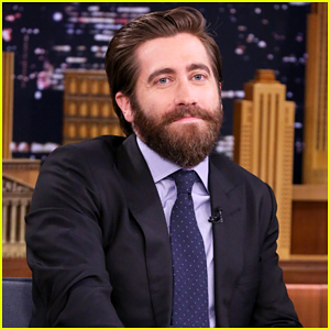 Jake Gyllenhaal & Ryan Reynolds Got Into Trouble For Joking Around Too Much On 'Life' Set!