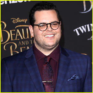 Josh Gad Surprises Crowds at 'Beauty & the Beast' Screenings in NYC! (Video)
