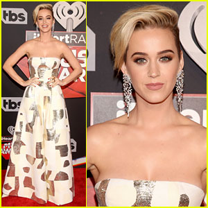 Katy Perry Works the Carpet at iHeartRadio Music Awards 2017