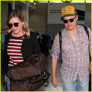 Kirsten Dunst & Fiance Jesse Plemons Catch a Flight Together