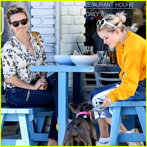 Reese Witherspoon & Daughter Ava Take Their Dog to Lunch!