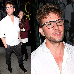 Ryan Phillippe Is a Bespectacled Stud at Dinner!