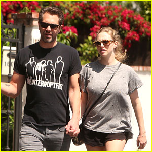 Amanda Seyfried & Thomas Sadoski Step Out for First Time After Welcoming New Baby