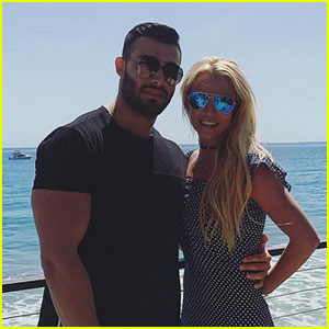Britney Spears & Boyfriend Sam Asghari Couple Up for Malibu Date