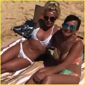 Britney Spears' Body Looks Ripped at the Beach in Hawaii!