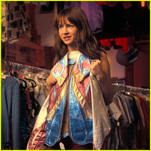 Britt Robertson Flips Clothes in Netflix's 'Girlboss' Trailer