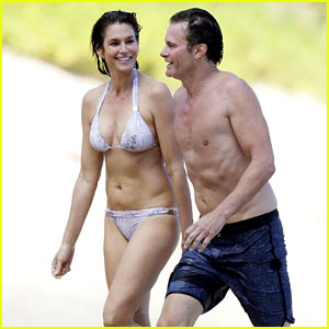 Cindy Crawford Looks Amazing in Her Bikini in St Barts!