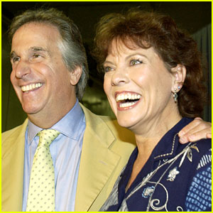 Erin Moran's 'Happy Days' Co-Stars Henry Winkler, Ron Howard, & More React to Her Death