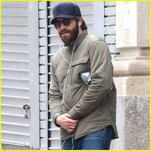 Jake Gyllenhaal Goes Incognito After Wrapping Broadway Run