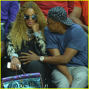 Jay Z Cradles Beyonce's Baby Bump at Clippers Game!