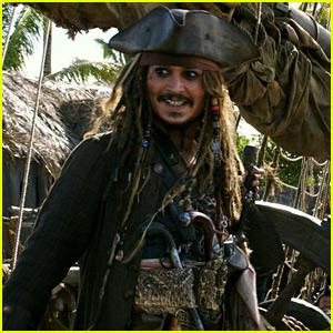 Johnny Depp Surprises Disneyland Visitors Dressed as Jack Sparrow!