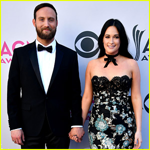Kacey Musgraves & Fiance Ruston Kelly Hold Hands at ACMs 2017
