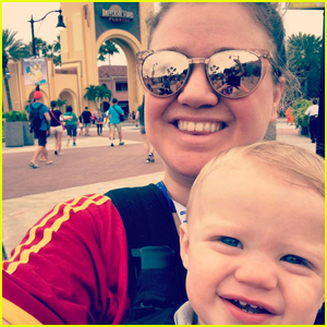 Kelly Clarkson Shares Adorable Selfie With Son Remington During Surprise Birthday Trip
