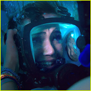 Mandy Moore Dives Into Shark Infested Waters in '47 Meters Down' Trailer - Watch!