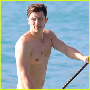 Orlando Bloom Comments on Paddle Boarding Photos for First Time
