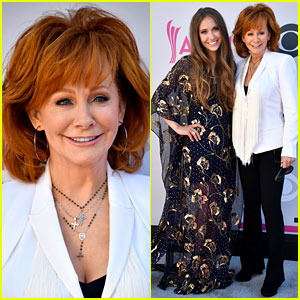 Reba McEntire Poses with Lauren Daigle Ahead of ACM Awards 2017 Performance!
