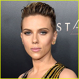 Scarlett Johansson Invites Grandma Who Looks Like Her to Movie Premiere!
