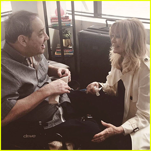 Amy Schumer's Dad Meets 'Love of His Life' Goldie Hawn - Watch!