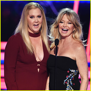 Amy Schumer & Goldie Hawn Spoof Oscars Fail at MTV Awards 2017!
