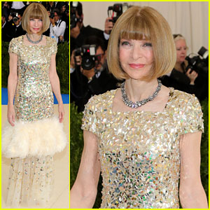 Anna Wintour Kicks Off Met Gala 2017 Carpet in Chanel!