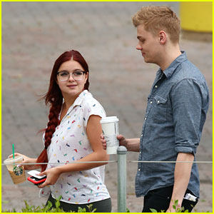 Ariel Winter Says She Wasn't 'Defending' Living With Boyfriend Levi Meaden