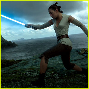 Daisy Ridley's Rey Channels Her Inner Force in 'Star Wars: The Last Jedi' Photo!