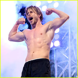 Derek Hough Rips His Shirt Off for 'American Ninja Warrior,' Completes Course - Watch now!