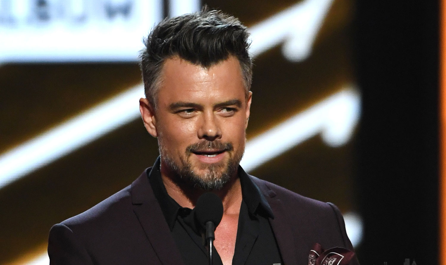 Josh Duhamel Is a Handsome Presenter at Billboard Music ... Josh Duhamel