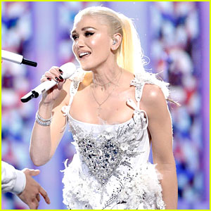Gwen Stefani Performs Coldplay's 'Fix You' on 'The Voice' with Her Team! (Video)