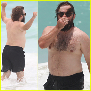Haley Joel Osment Goes Shirtless During Beach Vacation!