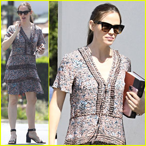 Jennifer Garner Carries a 'Harry Potter' Book to Church