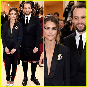 Matthew Rhys Wears a Kilt to Met Gala 2017 with Keri Russell!