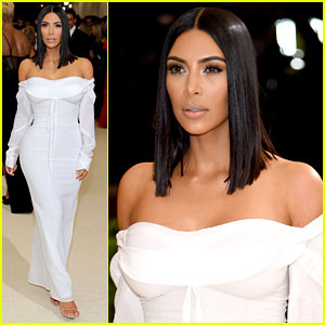 Kim Kardashian Goes Solo at Met Gala 2017, Wears No Jewelry
