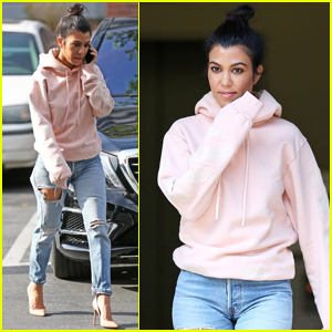 Kourtney Kardashian Drops By Art Class With Mason!