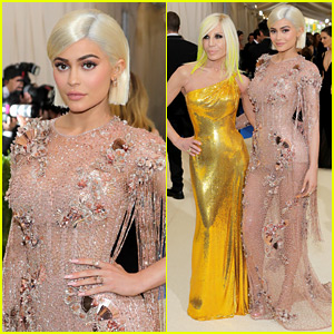 Kylie Jenner's Met Gala 2017 Look Features Versace Dress & Bleach Blonde Hair!