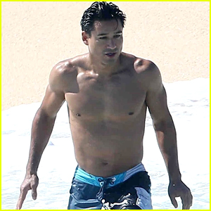 Mario Lopez Goes Shirtless on Memorial Day Weekend Vacation!