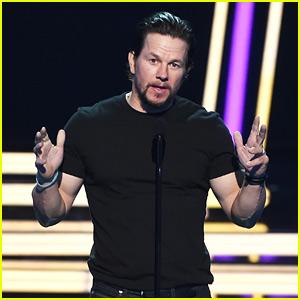 Mark Wahlberg Debuts New 'Transformers' Clip at MTV Awards 2017!