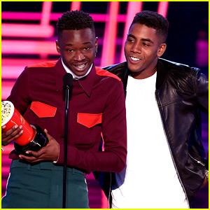 Moonlight's Ashton Sanders & Jharrel Jermone Win Best Kiss at MTV Movie & TV Awards 2017!
