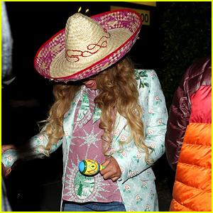 Pregnant Beyonce Celebrates Cinco De Mayo in a Sombrero!