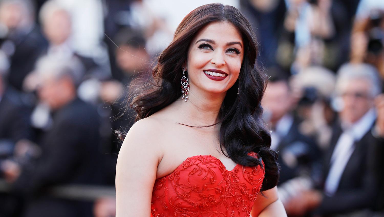 Aishwarya Rai Looks Like a Ravishing Rose in Cannes   2017 ... Aishwarya Rai 2017 January