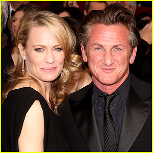 Robin Wright & Sean Penn Land in NYC Together