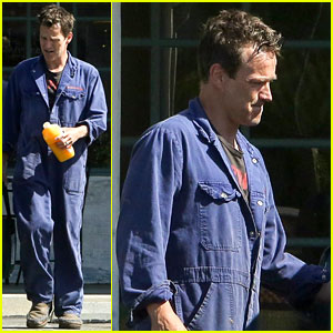 Stephen Moyer Dresses Like a Mechanic to Run Errands