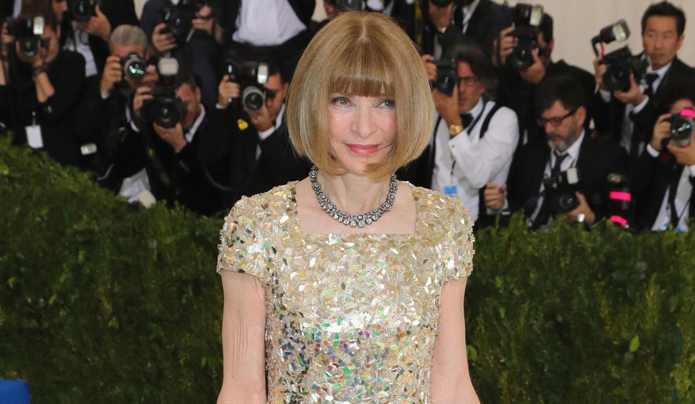 Anna Wintour Kicks Off Met Gala 2017 Carpet In Chanel