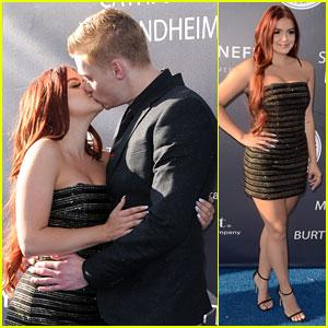 Ariel Winter & Levi Meaden Kiss on Blue Carpet at Dodgers Gala