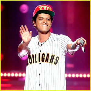 Bruno Mars Performs 'Perm' at BET Awards 2017 (Video)