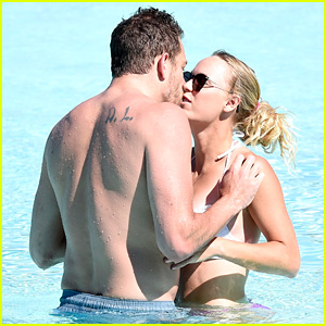 Sports Stars Caroline Wozniacki & David Lee Bare Beach Bodies, Flaunt PDA in Italy!