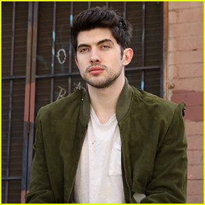 Carter Jenkins Shares 'Famous in Love' Season 2 Hopes Ahead of Tonight's Finale (Exclusive)