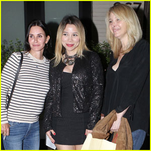 'Friends' Courteney Cox & Lisa Kudrow Reunite at Dinner