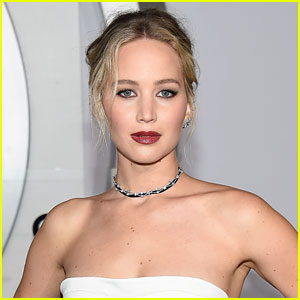 Jennifer Lawrence's Plane Forced to Make Emergency Landing