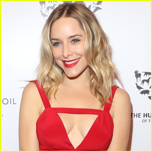Jenny Mollen Bares Her Baby Bump To Reveal Pregnancy Condition